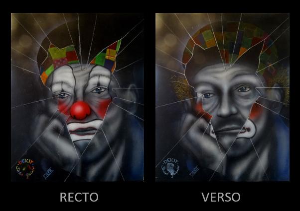 Visage de clown vu a travers une vitre brisée.